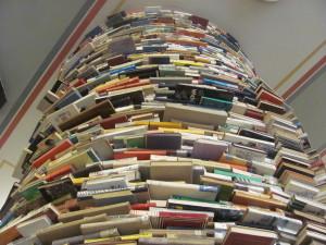 Il tunnel del libro di Matej Kren.