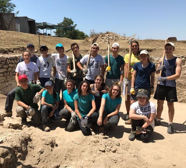 Studenti del Calini impegnati nella campagna di scavi in Etruria. Estate 2017